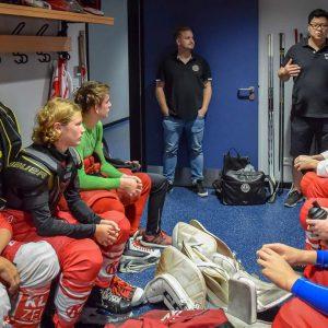 Hockey is Diversity Trophy - Peter Goldbach und Martin Hyun in der Kabine